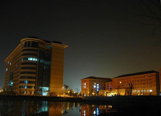 武汉工商学院校园风光4